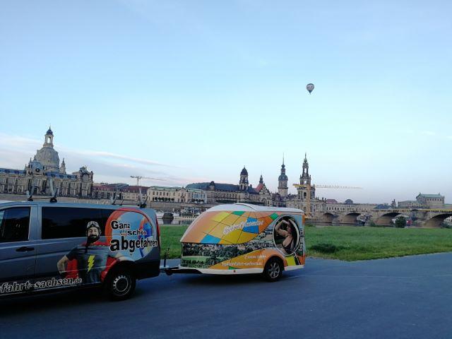 Starten Sie Ihre Ballonfahrt mit Ballonfahrt Sachsen vom Königsufer mitten in Dresden. Sehr exklusiver Startplatz mit bester Aussicht. Schon ab 2 Personen möglich. Start auch in weiteren Regionen wir Pirna Freital Freiberg Riesa Dippoldiswalde Gröditz. Ballonscheune Sachsen Ronny Lorenz Ballon Sachsen